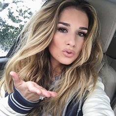 Jessie james decker h a i r c a r e balayage hair, hair make Jesse James Decker Hair, Jessie James Decker, Balayage Brunette, Hair Color Balayage, Hair Highlights, Looks Style, Hair Day, Gorgeous Hair, Pretty Hairstyles