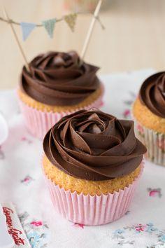 The Sweetest Taste: Cupcakes de chocolate y crema pastelera