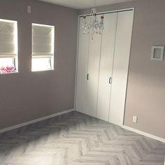 女性で、4LDKのブルーグレー/壁紙/アクセントクロス/マイホーム/新築/サンゲツ…などについてのインテリア実例を紹介。「息子の部屋。 ブルーグレーで、大きくなった時にかわいすぎない色に。」(この写真は 2016-09-08 17:45:07 に共有されました)