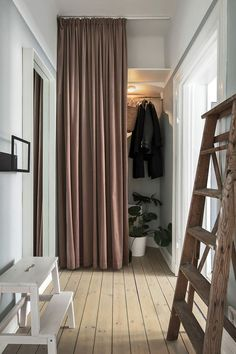 Bathroom Rugs For Functional Decor – Home Decor Do It Yourself Beautiful Interior Design, Interior Design Inspiration, Ideas Armario, Flur Design, Hallway Inspiration, Gravity Home, Scandinavian Apartment, Deco Design, Home Bedroom