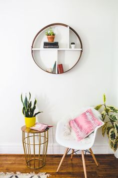 Make a Hoop Shelf in an Hour! (via Bloglovin.com )