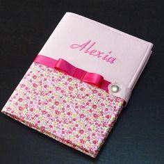 Protège carnet de santé rigide fille personnalisable - rose - fleurs