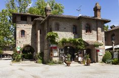 Grazzano_3 3, Scale, Mansions, House Styles, Home Decor, Italia, Weighing Scale, Decoration Home, Manor Houses