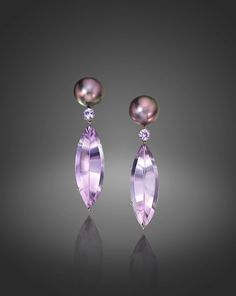 Introduced to the world in the by Salvador Assael, Tahitian Pearls often called Tahitian Black Pearls exude light and a kaleidoscope of colors Gems Jewelry, Pearl Jewelry, Gemstone Jewelry, Jewelry Accessories, Fine Jewelry, Pearl Earrings, Jewelry Ideas, Tahitian Black Pearls, Pearl Gemstone