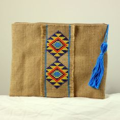Tienda bolsos hechos a mano. Bolso arpillera borla azul
