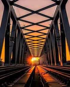 Sunset fotografía cortesía de  @visualambassadors  #LaCuadraU #Momentum #MomentumLCU #Sunset #FelizTarde