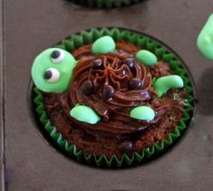 Turtle Cupcakes with Royal Icing Turtle Toppers