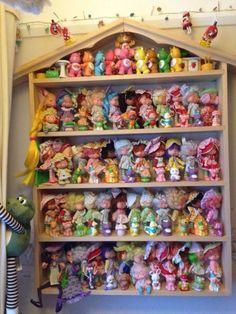 New vintage toys strawberry shortcake ideas Vintage Toys 80s, Vintage Dolls, Childhood Toys, Childhood Memories, Strawberry Shortcake Toys, Modern Toys, Toy Display, Vintage Interior Design, Tiny Dolls