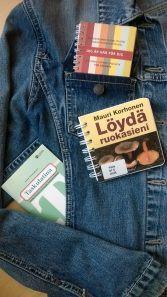 #taskukirjat ;) Isomman ja pienemmän kirjan tarpeeseen, lue lisää blogista: http://laureakirjasto.wordpress.com/2014/05/22/valilla-koko-ratkaisee-tai-silla-on-ainakin-valia/