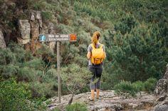 Trilho das Cascatas - Viagens à Solta Places To Go, Hiking, Activities, Wanderlust, Travel, Walks, Travel Ideas, Railings, Sidewalk
