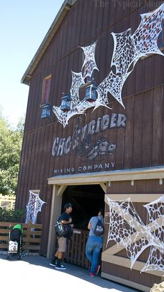 Knott's Berry Farm Spooky Farm is a great time to visit this Southern California theme park. Halloween trick or treating throughout the park make it fun! Wanderlust Travel, Southern California, Places To See, Traveling By Yourself, Travel Inspiration, Berry, Travel Destinations, Road Trip, Mom