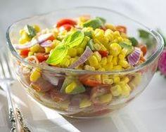 salade express au maïs, tomates cerise et basilic : http://www.cuisineaz.com/recettes/salade-express-au-mais-tomates-cerise-et-basilic-86624.aspx
