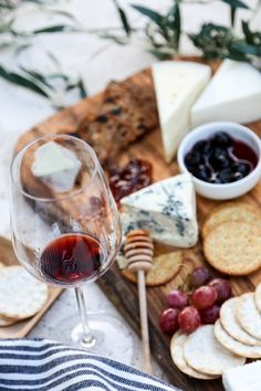 How do you make the perfect cheese board? Here are some hints to help you.