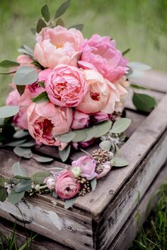 peonies wedding - In love with pink peonies? There is a nice wedding idea here Friedatheres floristry: www.blumig-mar -Pink peonies wedding - In love with pink peonies? There is a nice wedding idea here Friedatheres floristry: www. Beautiful Flower Arrangements, Pink Flowers, Floral Arrangements, Beautiful Flowers, Fresh Flowers, Ranunculus Flowers, Peonies Bouquet, Exotic Flowers, Tropical Flowers