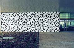 Athos Bulcão | Painel de azulejos, Sede da Editora Mondadori, 1971 Milão, Itália. Arquiteto: Oscar Niemeyer. Foto: Tuca Reinés