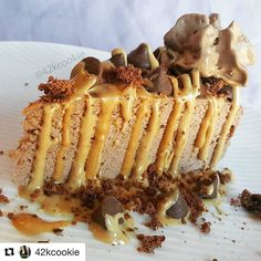 Who needs this for a Friday night treat?  @muscleegg  #Repost @42kcookie  In honor of #NationalDessertDay today (Let's be real here.. Dessert day is every day in my house)  A Chocolate and Peanut Butter Protein Cheesecake.  @premierprotein Cheesecake.  2 different @nutsnmore Peanut Butter.  @lennyandlarrys Double Chocolate Chip Cookie pieces.  Peanut Butter filled Chocolate Chips and Chocolate Cream.  Happy Friday everyone!!  Link in bio for Lenny & Larry's Cookies. 20% off using code…
