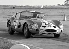 1962 Ferrari 250 GTO Scaglietti Berlinetta racing at Sebring Florida! Sports Car Racing, Racing Team, Auto Racing, Nascar, Sebring Florida, Gilles Villeneuve, American Racing, Ferrari Car, Classic Italian