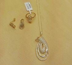 . Gold Pendent, Pendant Set, Diamond Pendant, Diamond Jewelry, Gold Jewelry, Indian Wedding Jewelry, Diamond Heart, Necklace Designs, Anarkali