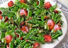 Gosia gotuje: Sałatka ze szparagów i truskawek na zakończenie se...