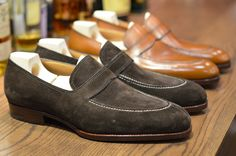 The Shoe in suede and leather. Suede Shoes, Leather Shoes, Men's Shoes, Shoe Boots, Dress Shoes, Gentleman Shoes, Gentleman Style, Penny Loafers, Loafers Men