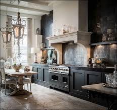 ▷ 1001 + exemples parfaits de la cuisine tendance 2019 White Kitchen Cupboards, Rustic Kitchen Cabinets, Kitchen Hutch, Kitchen Rustic, Kitchen Small, Kitchen Pantry, Country Kitchen Lighting, Latest Kitchen Designs, Kitchen Wall Colors