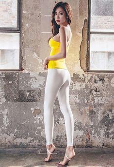 Asian Fashion, Girl Fashion, Womens Fashion, Sexy Asian Girls, Sexy Hot Girls, Tops For Leggings, Beautiful Asian Women, Plein Air, Geisha