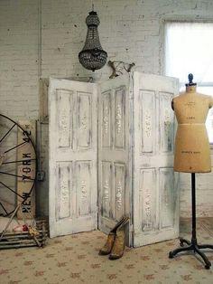 Kamerscherm van oude deuren