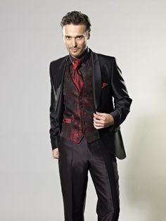 Aquí te mostramos variedad de estilos de trajes de novio para bodas .
