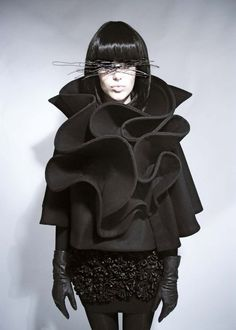 Sculptural Ruffles, Cape with contoured ruffle structure; 3D fashion // Mayaluz #art