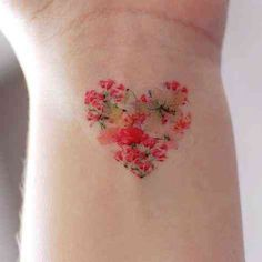35 Amazingly Pretty Flower Tattoos That Are Perfect For The Spring & Summer 35 .- 35 Amazingly Pretty Flower Tattoos That Are Perfect For The Spring & Summer 35 Best Flower Tattoos For Women That Will Inspire You To Get Inked Over The Summer Great Tattoos, Trendy Tattoos, Mini Tattoos, Body Art Tattoos, Small Tattoos, Amazing Tattoos For Women, Sexy Tattoos For Women, Tattoo Women, Pretty Flower Tattoos