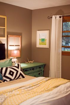 Spare bedroom and a Lemonade Makin' Mama print!