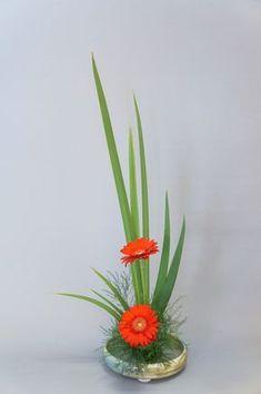 35 Trendy flowers boquette floral arrangements ikebana – Famous Last Words Arrangements Ikebana, Creative Flower Arrangements, Flower Arrangement Designs, Ikebana Flower Arrangement, Church Flower Arrangements, Church Flowers, Beautiful Flower Arrangements, Flower Vases, Flower Art