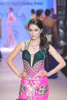 Shraddha Kapoor Walked on The Ramp at IIJW 2014