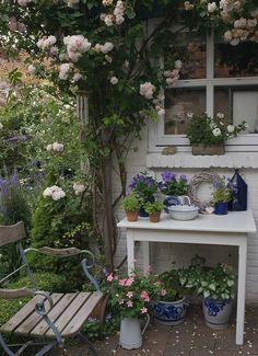 beautiful small cottage garden design ideas for backyard inspiration 10 Dream Garden, Garden Art, Home And Garden, Garden Nook, Garden Sheds, Garden Table, Cacti Garden, Side Garden, Garden Roses