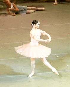 Now this is what ballet is. Looking so effortless and graceful but knowing that she's in an intense amount of pain
