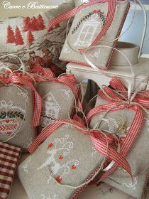 Pensando al Natale...  ...viene voglia di aprire i cassetti e tirare fuori nastri, stoffe, lini...  e mettersi a ricamare.. ...