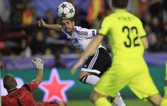 @valenciaoficial Tres puntos de oro para el Valencia, consiguiendo su primera victoria de la temporada en Mestalla en el Grupo H de la UEFA Champions League tras derrotar 2x1 al KAA Gent gracias a los goles de Lasse Nielsen y Stefan Mitrović, ambos en propia puerta #9ine