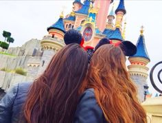 Bffs - shared by leila on we heart it Disney Pictures, Friend Pictures, Bffs, Disneyland Images, Paris Tumblr, Christmas Photo, Image Tumblr, Videos Photos, Postnatal Workout