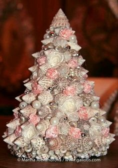 Christmas Tree made with seashell.