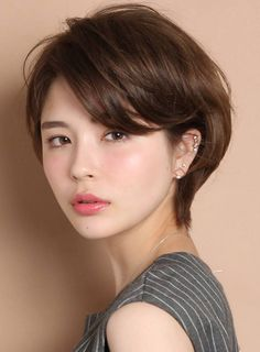 Sometimes We need to adorn cool hairstyles that makes us feel extremely confident This a shortlist of perfect Hairstyles For Women Over Cute Short Haircuts, Short Bob Hairstyles, Hairstyles Haircuts, Pretty Hairstyles, Female Hairstyles, Indian Hairstyles, Asian Short Hair, Asian Hair, Short Hair Cuts