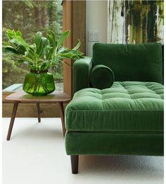 Velvet green sofa with green decor- LOVE! Velvet green sofa with green decor- LOVE! Fresh interior styling - Add Modern To Your Life Interior Styling, Interior Decorating, Green Interior Design, Luxury Interior, Modern Interior, Decorating Ideas, Scandinavian Interior, Modern Decor, Cosy Interior