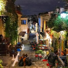 PLAKA, ATHENS. It's a fine night tonight my friends ✌#happywalks