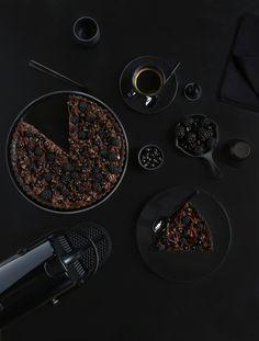 Monochromes Nespresso x Griottes - Intense black - Tarte chocolat noir, mûres, cassis, sésame noir