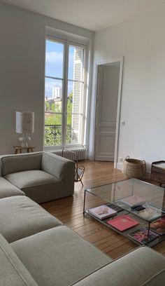 Dream Apartment, Apartment Interior, Living Room Interior, Home Interior Design, Cozy Apartment, Interior Colors, Interior Livingroom, Interior Plants, Apartment Living