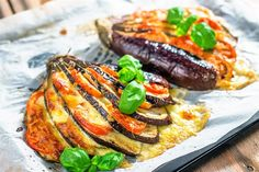 Melitzanes ventalia me haloymi kai ntomata Cetogenic Diet, Salmon Burgers, Keto Recipes, Steak, Tasty, Ethnic Recipes, Food, Essen, Steaks