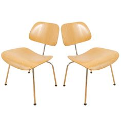 Top 3 woonspullen op (Paas) zondag | nummer 2  Door naar nr 2. Deze bijzondere design stoelen ontworpen door Charles en Ray Eames. #eames #vintage #design #stoelen