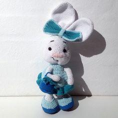 Hæklet kanin med kurv | 100% bomuld. Kan maskinvaskes ved 30 grader. Nuancer er grøn og hvid. med sikkerheds øjne. Er udstyret med en hæklet kurv og hæklet kjole. Den har en højde på 34 cm. Nuancer, Bomuld, Second Hand, Teddy Bear, Toys, Animals, Activity Toys, Animales, Animaux