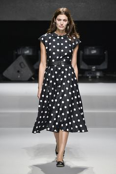Mode à Paris S/S 2015 agnès b. See all fashion show at: http://www.bookmoda.com/?p=39915 #modeaparis #spring #summer #ss #fashionweek #catwalk #fashionshow #womansfashion #woman #fashion #style #look #collection #paris #agnesb @agnesb
