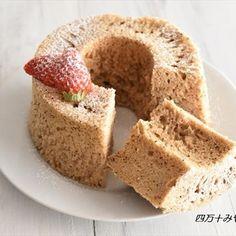 メレンゲなしでOK!レンジで作る、もちふわのシフォンケーキを紹介します♪今回は、紅茶を使った「ロイヤルミルクティー シフォン」ホットケーキミックスを使うので、超簡単!また、泡立て不要!混ぜるだけでOK...
