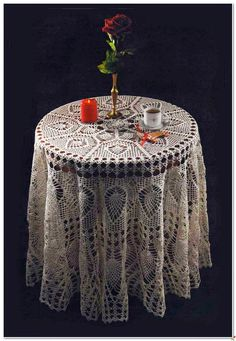 "Big tablecloth with ""pineapple"" + small doily"
